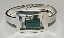 VINTAGE TAXCO MEXICO STERLING SILVER MALACHITE HINGED BANGLE BRACELET (51.6g)