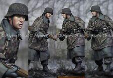Alpine 16007 German Young Grenadier WW2 1/16th Model Unpainted kit