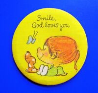 Hallmark BUTTON PIN Vintage MARTY LINKS Smile God Loves You Pinback FABRIC RARE