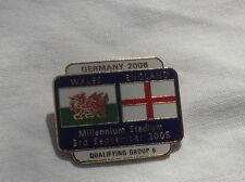WALES V ENGLAND QUALIFYING FOR WORLD CUP 2006 OFFICIAL PIN BADGE VERY GOOD CON