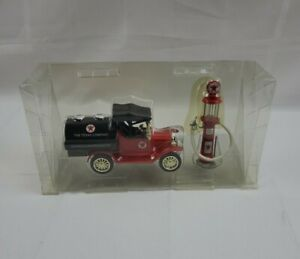 Tonka 1918 Ford Model T Runabout Oil Tanker & Wayne Gas Pump Coin Bank 1:24