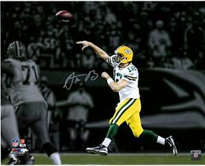 """Aaron Rodgers Green Bay Packers Signed 16"""" x 20"""" Throw On Run Spotlight Photo"""
