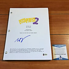 ELIZABETH BANKS SIGNED PITCH PERFECT 2 FULL MOVIE SCRIPT w/ BECKETT BAS COA
