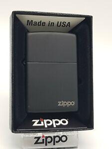 Original Zippo - Schwarz matt mit Logo - 2018 -  Neu 60001404