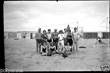 Portrait groupe joueurs beach volley ballon plage ancien négatif photo an. 1930