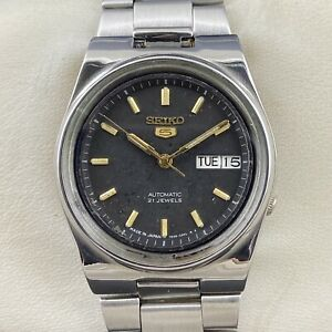 Vintage Seiko 5 Automatic 21 Jewels Cal.7S26A Day-Date Men's Wrist Watch