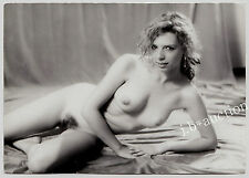CHEEKY NUDE WOMAN SPRAWLING ON FLOOR AKTSTUDIE AKT AKTFOTO * Vintage 60s Photo