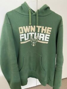 Milwaukee Bucks Pullover Hoodie - Green size M, pre owned, Fanatics branded.