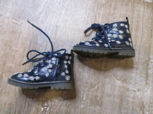 Zara Toddlers Girl's Navy blue floral embroidered zip Combat Boot 10 EUC