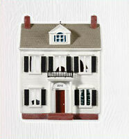 2010 Hallmark NOSTALGIC HOUSES #27 Ornament A COLONIAL CHRISTMAS