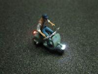 F58 - H0 Motorroller mit LED Beleuchtung Roller mit Figur Mann 1:87