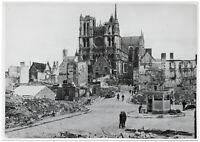Im zerstörten Amiens. Orig-Pressephoto, um 1940