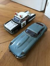2 x Jaguar Chevrolet Blechspielzeug Ichiko Japan und Bandai um 1965