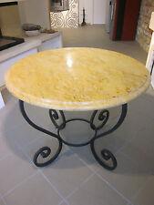 Tavolo rotondo con piano in marmo giallo reale e base in ferro battuto Ø 100