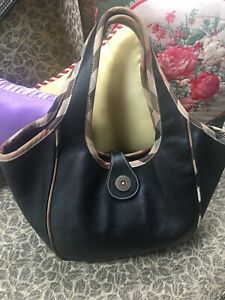 AUTHENTIC BURBERRY VINTAGE BLACK SMOOTH LEATHER TOTE BAG W/CHECK TRIM AND PIPING