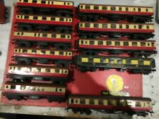 TRIX TWIN COACHES x 11 INCLUDES 3 LIGHTED, 1 PULLMAN 00 GAUGE FOR 3 RAIL TRACK.