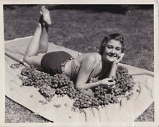 Grapes BATHING BEAUTY Wineries Vintners * RARE VINTAGE Iconic 1934 press photo