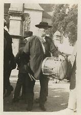 PHOTO ANCIENNE - VINTAGE SNAPSHOT - TAMBOUR DE VILLE ST THÉGONNEC BRETAGNE 1929