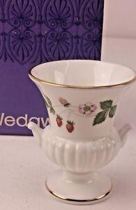 Vintage Miniature Wedgwood Wild Strawberry Vase Urn in Original Box FREE UK P&P