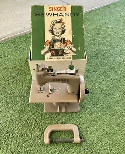 Singer Sewhandy No. 20 Child Toy Sewing Machine Beige Crinkle Finish Box Clamp