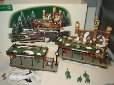 Dept 56 Dickens Village - Old Queensbridge Station - 2 Pc Set