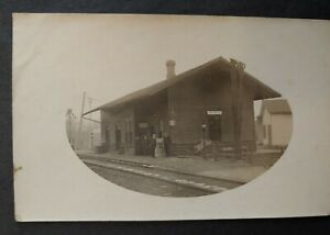 ***VINTAGE AVOCA, N.Y. RAILROAD STATION REAL PHOTO POST CARD***