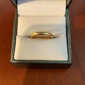 Beautiful 14 k gold ring band