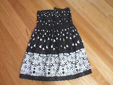 LADIES CUTE BLACK & WHITE FLORAL POLYESTER STRAPLESS DRESS BY YUMI SIZE S  8/10