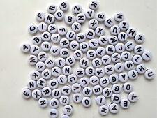 200 X negro sobre blanco acrílico letras del alfabeto Redondo Mixtas Perlas 7mm-A10