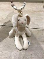 Mamas & and papas bunny hook rabbit cream soft toy vibrates pull toy lapin