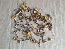 VINTAGE gioielli Fornitura Cordone Tappi Orecchino scoperte Clip Spilla di nuovo le barre 180pc