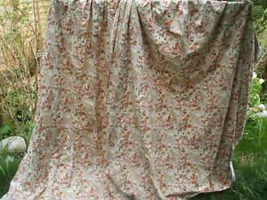 Vintage wild meadow flowers curtains.