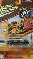 Johnny Lightning Cars N Coffee 1984 Olds Cutlass 2980 pcs noire (N17)