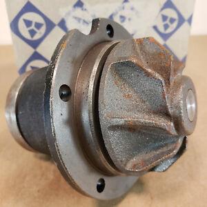 Mercedes Benz W108 W109 Engine Water Pump 121 200 0820 28-02702 250S 250SE 280S