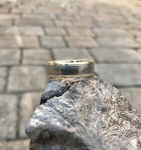 14 kart gold and titanium ring size 10