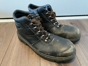 Mens Arco Boots Size 10
