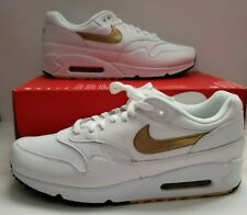 Men's Nike Air Max 90/1 White/Metallic Gold Athletic Sneakers AJ7695 102 $140.00