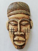 Masque africain ancien en os de bovin à identifier