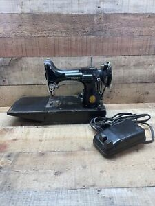 The Singer Mfg 678-3 Sewing Machine With Foot Pedal 194854 WORKS