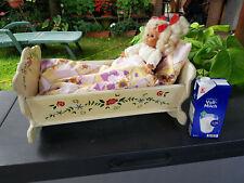 Kindermöbel DDR 70er Puppenwiege Wiege Tischlerarbeit handbemalt Kleid gestrickt