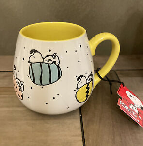 Peanuts - Snoopy & Easter Eggs - Round Yellow Gibson Mug