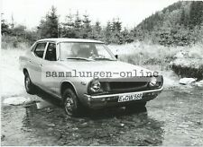 Datsun 1200 in Wilderness flussquerung Photo Car Automobile Photography Press