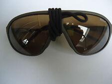Suvasol Sonnenbrille mit Etui und Schweizer Armee Gasmaskentasche