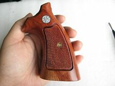 COOL!! S&W, K/L FRAME ROUND BUTT REVOLVER GRIPS CHECKERED HARD WOOD OPENED BACK