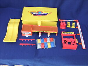 Galoob Micro Machine Tuff Trax Foldaway Monster Truck Arena in Carrying Case
