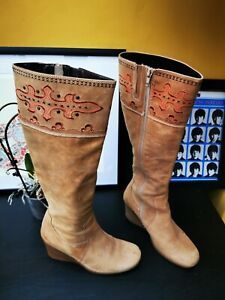 STUNNING CLARKS EMBROIDED DETAIL PATTERN TAN KNEE HIGH BOOTS UK 4 EUR 37 ZIP UP