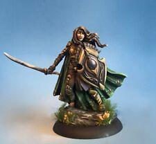 DARK SWORD MINIATURES - DSM7498 Female Elven Warrior w/Two Weapons