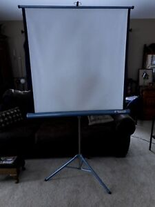 Aurora Conqueror White Pull Down Projector Screen Pre Owned W 39.5