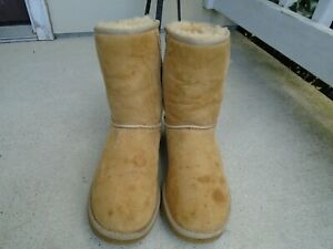 UGG 5825 Classic Short  beige  Suede SHEEPSKIN  Boots  SIZE  8
