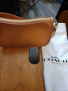 NWT 👜👜👜Coach Swinger 20 Glovetanned Leather Shoulder Bag C2643 B4NA